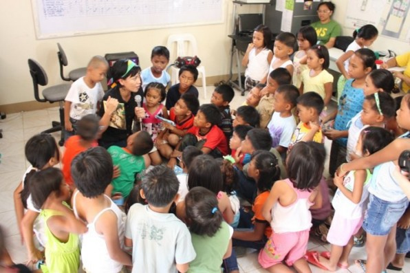 Mae's storytelling session. Photo by Lloyd Gonzales.